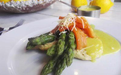 Vihreää, oranssia ja keltaista eli parsaa, porkkalaa ja hollandaisea